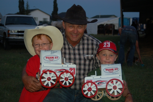 Happy little chuckwagon recipients